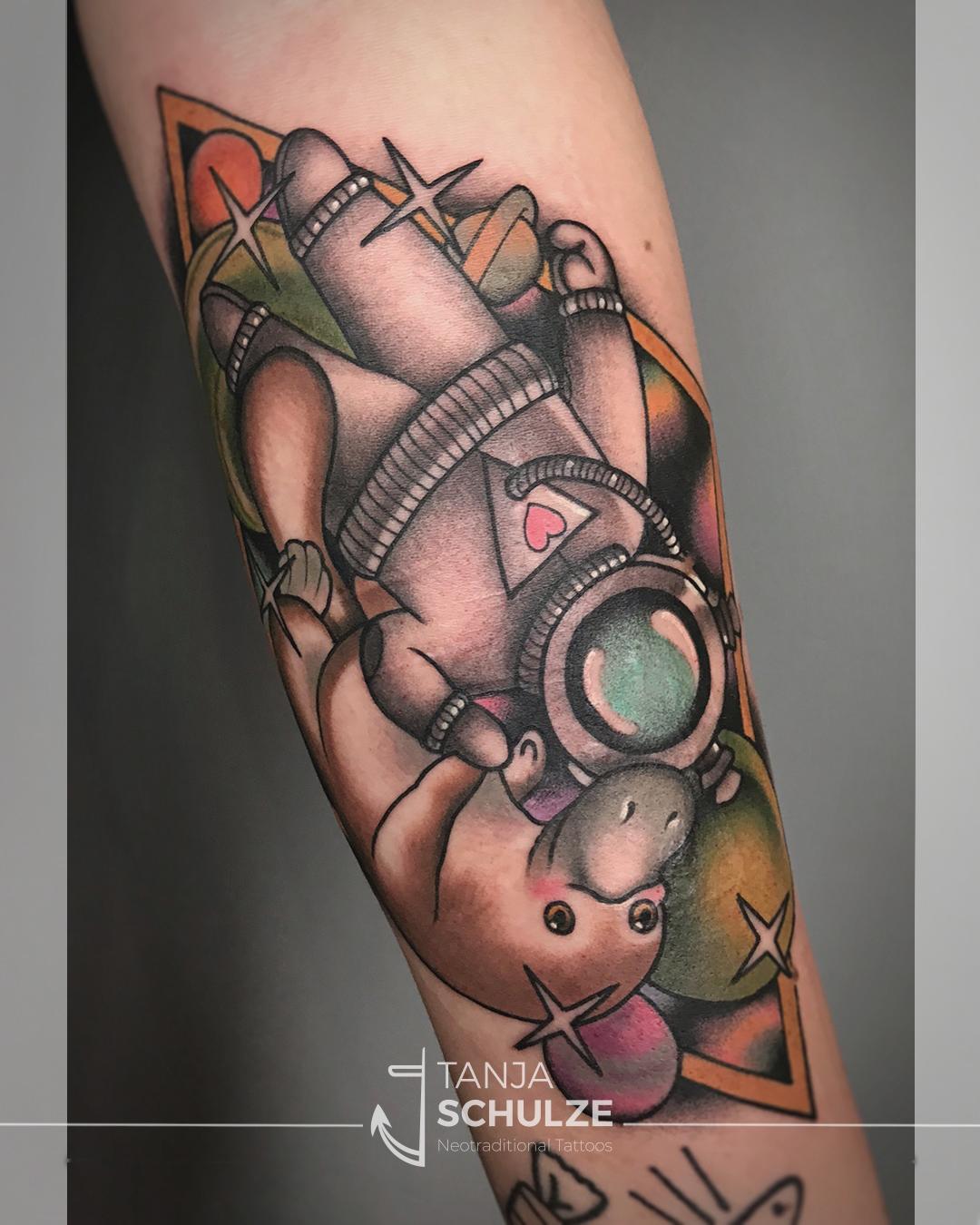 Tattoo Schnabeltier und Astronaut