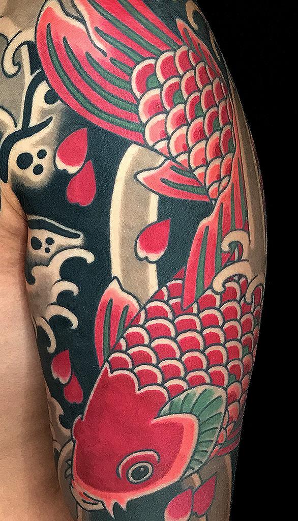 Tattoo Koi und Sakura Oberarm