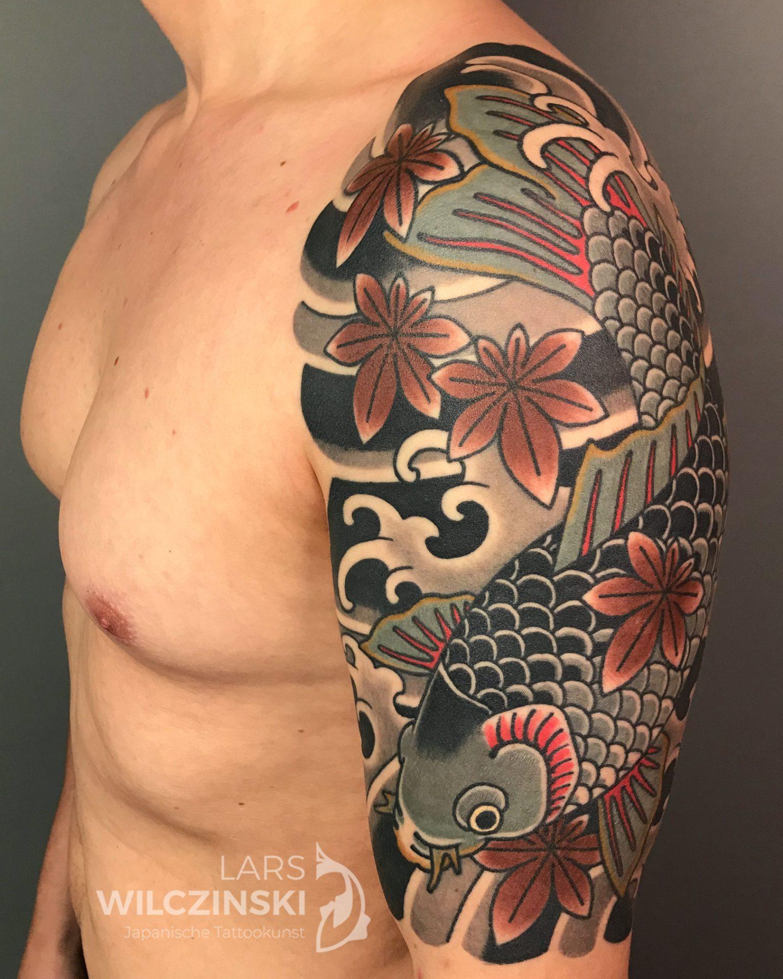 Tattoo Koi und Momiji Oberarm