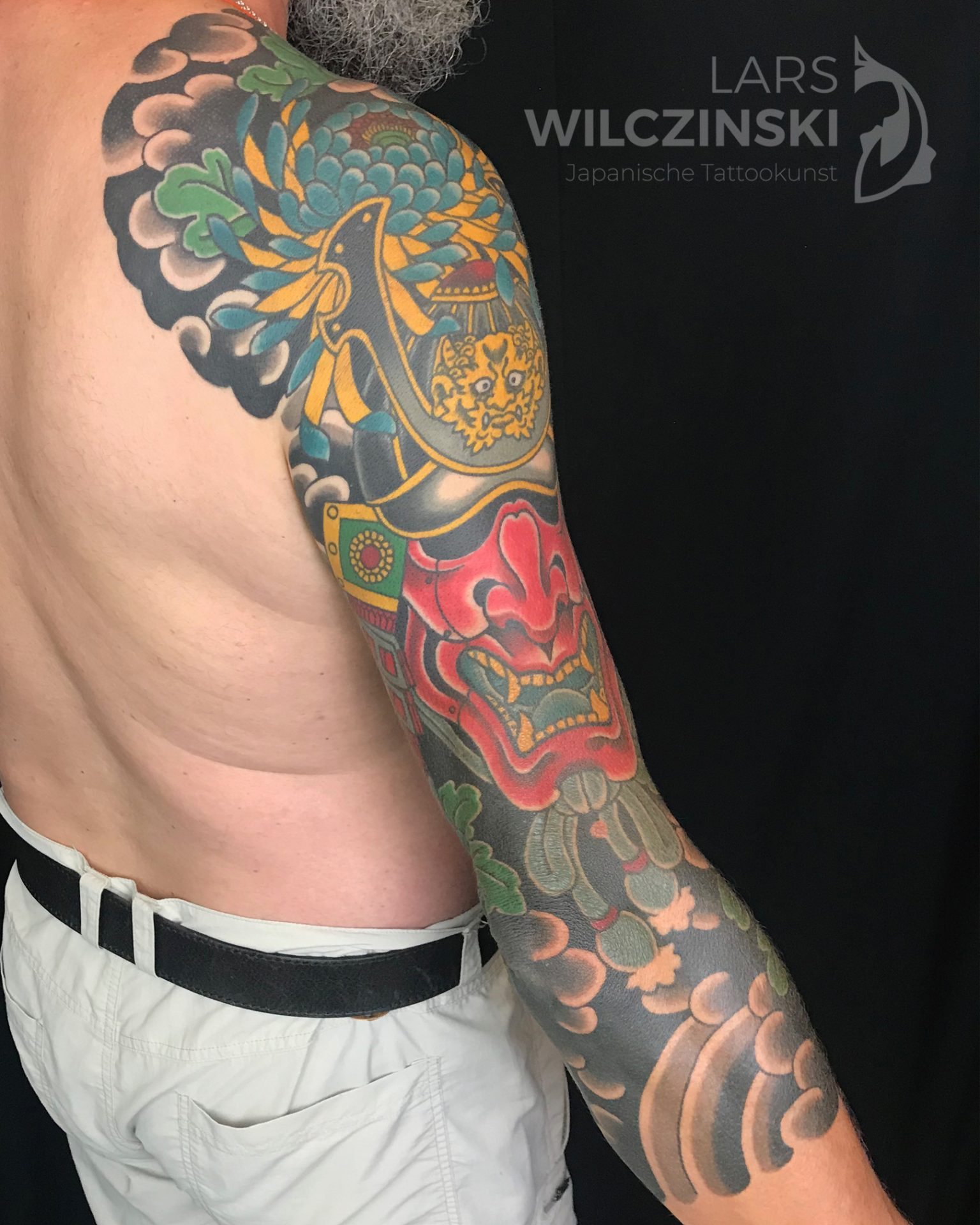Tattoo Kabuto und Chrysanthemen 3/4 Sleeve